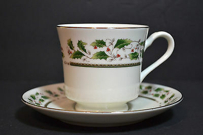 Royal Limited, Holly Holiday Set of 6, Cup and Saucers