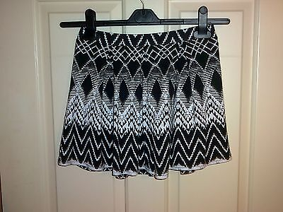 Girls black and white patterned River Island skirt age 9/10 years