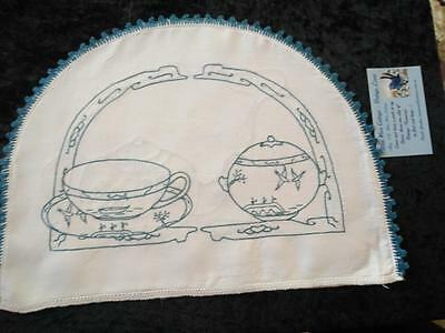 Vintage Blue Willow Hand Embroidered Tea Cosy ~with tea pot/cup/sugar Bowl Decos