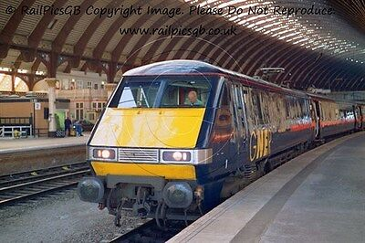 Colour Photo of GNER Class 91 Electric Loco 91029 at York