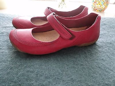 Clarkes womens  pink leather shoes size 6.5