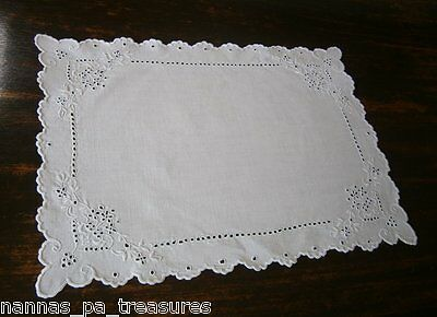 Vintage Linen Home Decor - White DOILY 34x24cm Embroidered Flowers