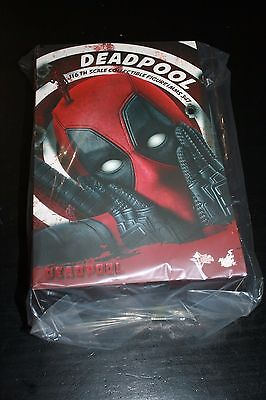 Hot Toys Deadpool 1/6Th Scale Collectible Figure Mms347 New!!!