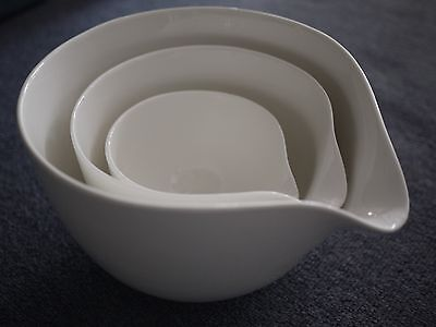 Set of 3 porcelain mixing bowls Maxwell & Williams, nested, with pouring lip