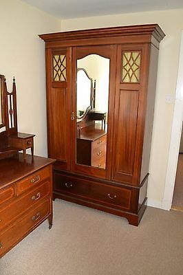beautiful wardrobe and matching chest drawers/dressing table