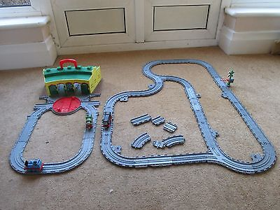 TIDMOUTH ROUNDHOUSE ENGINE SHEDS Thomas & Friends Take N' Play & TRACK & TRAINS