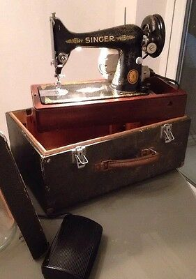 Singer 1952 Sewing Machine Electric In Case Lamp / Foot Pedal - Working