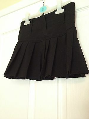 Girlz Unlimited Black Pleated Skirt. Age 7-8.