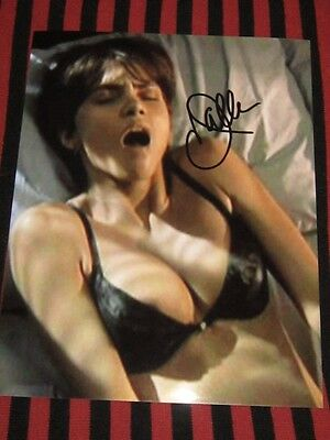 Halle Berry Sexy signed photo / in person wcoa