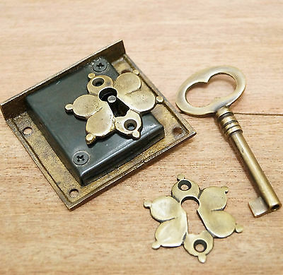 Antique Vintage BRASS KEY-LOCK and SKELETON KEY MINI FLOWER KEY HOLE Plate Decor