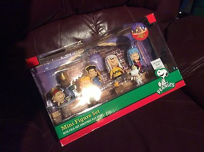 Peanuts Gang Nativity with fold out Christmas play stage