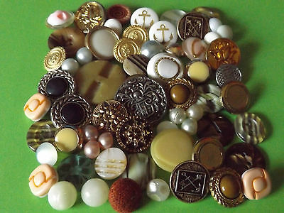 Vintage assorted buttons x 70