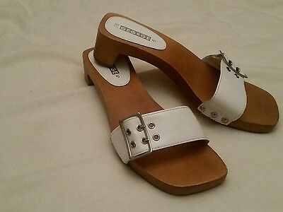 womens Shoes white size 5 sandles