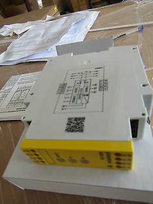 SNZ 4052 Safety Relay Dual Channel, 24 Vac/dc 2NO Safety NC Auxiliary 5127699 P3