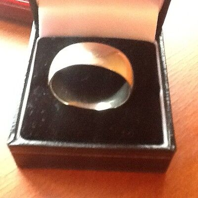Mens silver plain band ring.Size Z & 1/2.Used.5.4 grams.