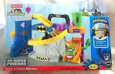 Fisher Price Little People DC Super Friends Race n chase Batcave Batman New RARE