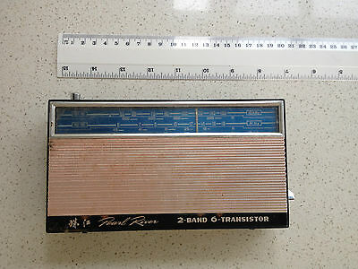 Transistor Radio - Pearl River - 2-Band 6-Transistor - Vintage,display,museum
