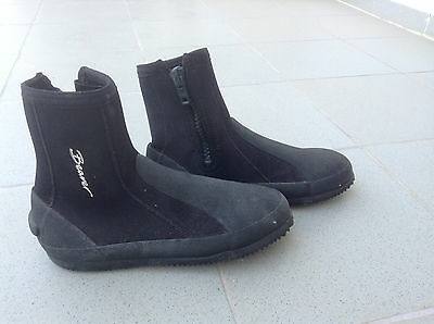 Beaver Neoprene hard soled zip up sea boots/scuba diving - Size 8
