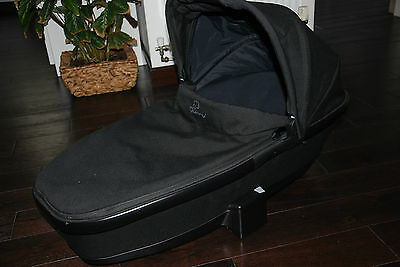 Quinny Moodd/Buzz Foldable Carrycot black with rain cover and mosquito net