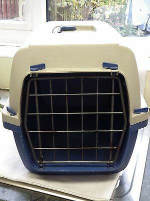 Small plastic cat carrier (Marchioro)