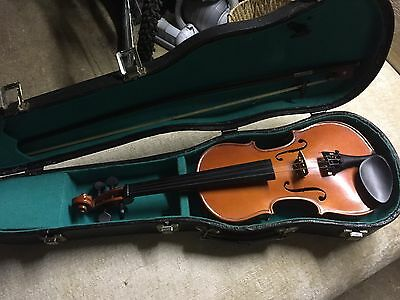 SMALL VIOLIN WITH CASE AND BOW ( Child Size)