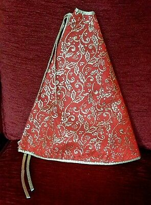 Christmas tree skirt traditional red and gold glitter pattern
