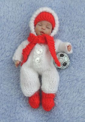Cute Knitted Hooded Onesie For A 5 Inch Ooak Baby
