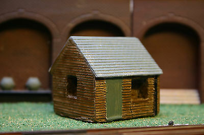 Detailed Model Railway Wooden Cabin / Hut Painted For HO / OO New