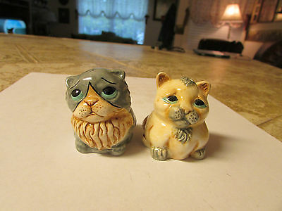 """2""""Tall Cute Little Sitting Kitty Cat's Salt & Pepper Shakers very good condition"""