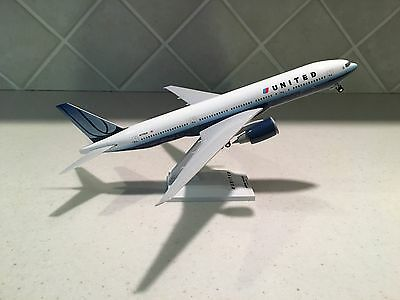United Boeing 777-200 Sky Marks Model Airplane 1:200 Scale