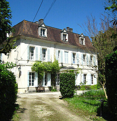 Magnificent Dordogne Country House in 15 hectares of Parkland (35 acres)
