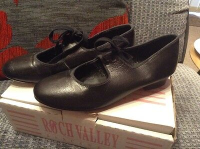 Girls Black Tap Shoes Size 5.5