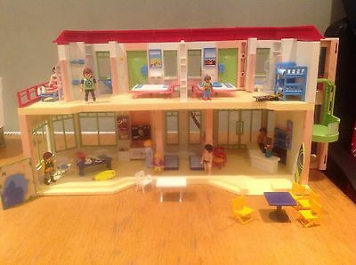 Playmobil Hotel and Nine Figures/People