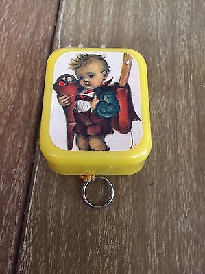 Superstar Yellow Plastic Music Box - Wiegenlied von Mozart - Hummel Boy?
