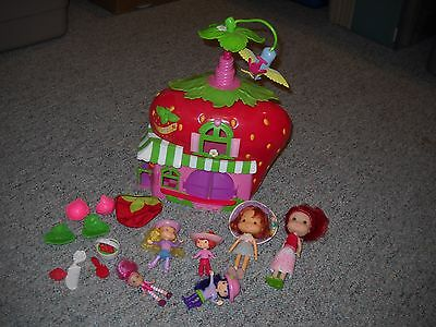 6 Strawberry Shortcake Dolls And Playhouse Lot, Dishes, Clothes, Accessories
