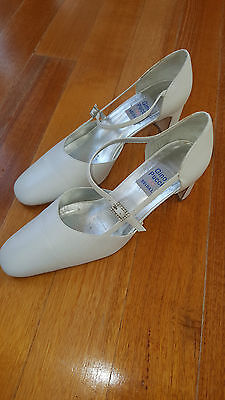 "Beautiful ""Gino Pucci"" White Leather Bridal, As New Condition  * Size 9&1/2 *"