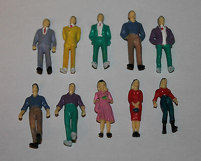 Lot 10 personnages figurines debout 1/50 pour diorama 1/43