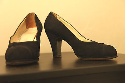 True vintage 1940s 40s black suede heels shoes size 4 or 5 lovely condition