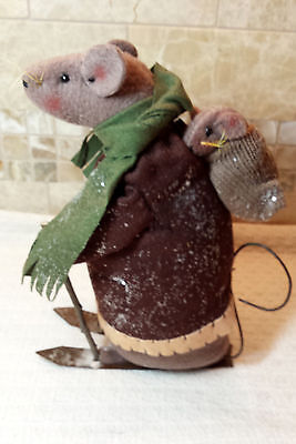"""Primitive Country 10"""" H Felt BARN MOUSE DAD & BABY SKIING Christmas Decoration"""