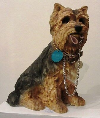 """Yorkshire Terrier figurine from the """"Walkies"""" collection by Leonardo (L) 26cm"""