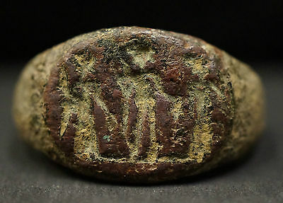 Ancient Roman Bronze Ring depicting 3 Gods / Figurines, circa 350 AD. Damaged