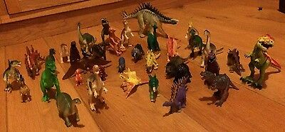35 toy dinosaurs - job lot / collection - various types and sizes