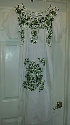 Vintage 70's Oaxacan Mexican Floral Embroidered Hippie/Bohemian Dress ~OS~