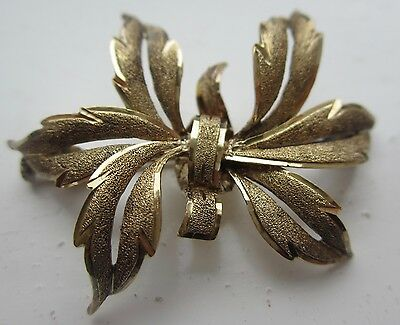 Vintage 1970's ' bow'  brooch gold plated on 925 silver textured design