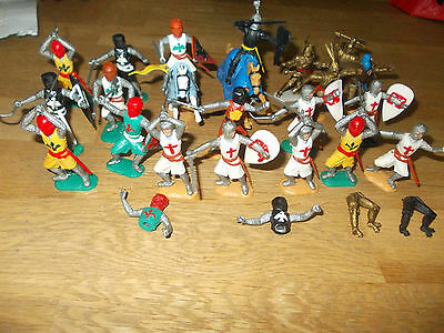 Timpo 20 Knights + Crusaders Also 2 Mounted + Spares Mostly In Good Condition