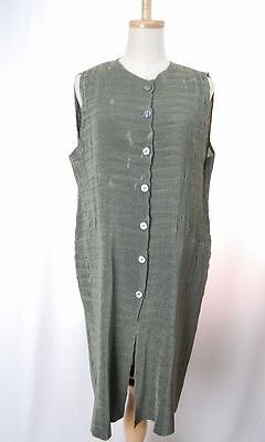 ISSEY MIYAKE Green Long Pleated Vest 212 0031