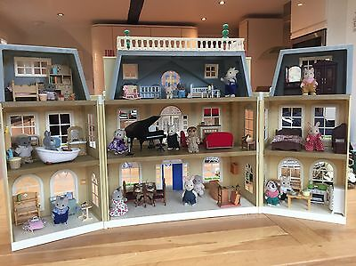 Sylvanian Families Grand Hotel With Furniture, Accessories & 17 Figures