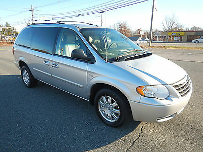 2007 Chrysler Town & Country Limited  Chrysler Town & Country Limited Handicap Minivan Wheelchair Van Fully Loaded DVD