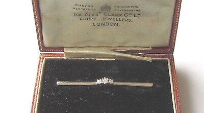 Secondhand 14ct white gold 3 stone diamond pin brooch.