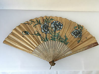 ANTIQUE RICE PAPER FOLDING FAN, LATE 1800s TO EARLY 1900s